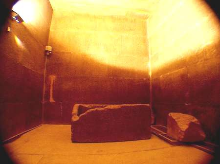 Strange Anomalies and Possible Secret Doors in the Great Pyramid King's Chamber  Kings_chamber_great_pyramid_of_giza_khufu_cheops