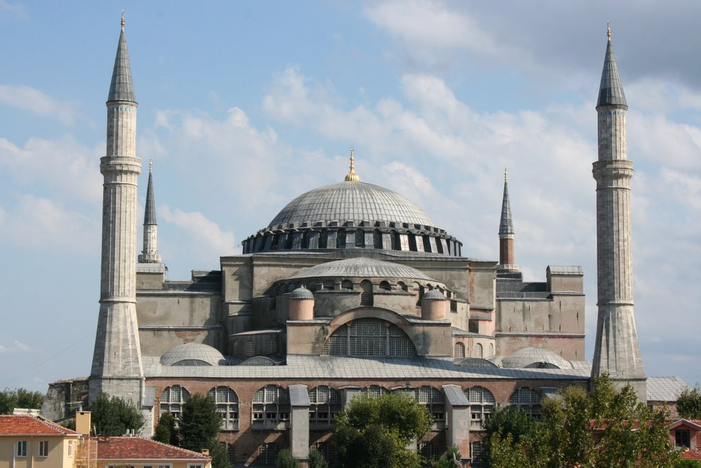 the church of hagia sofia istanbul A wonder of 6th century engineering, istanbul's church of hagia sophia stood as a symbol of the byz- antine empire for over 9oo years so great is its magnetism that it was adopted by the conquering ot-.