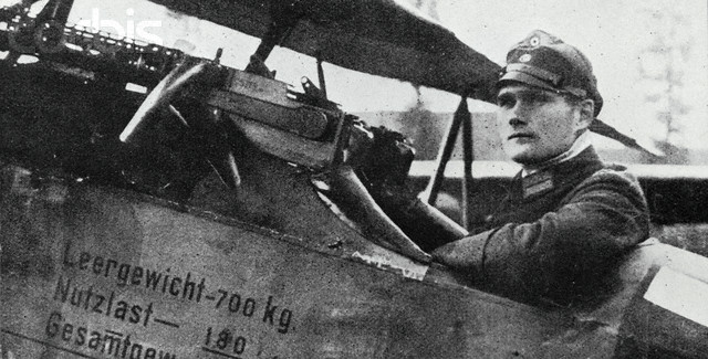 https://annoyzview.files.wordpress.com/2015/01/rudolf-hess-in-his-fighter.jpg